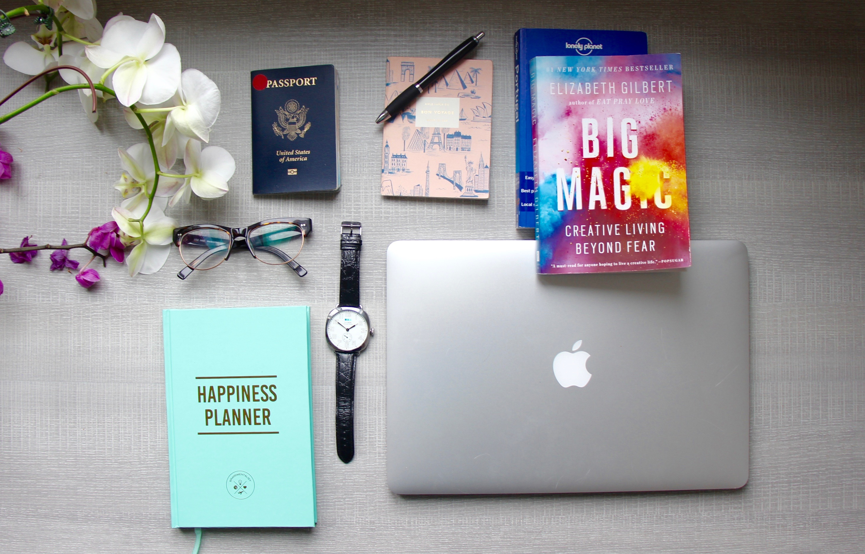traverse-blog-flatlay-work-station